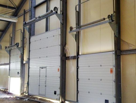 Промышленные ворота подъемные с дверью цены в Артёмовском